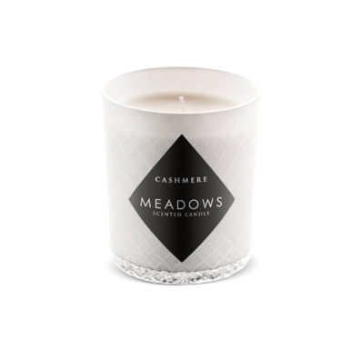 Meadows Cashmere, Vonná sviečka s vôňou teplej škorice, muškátového oriešku a čiernej bazy