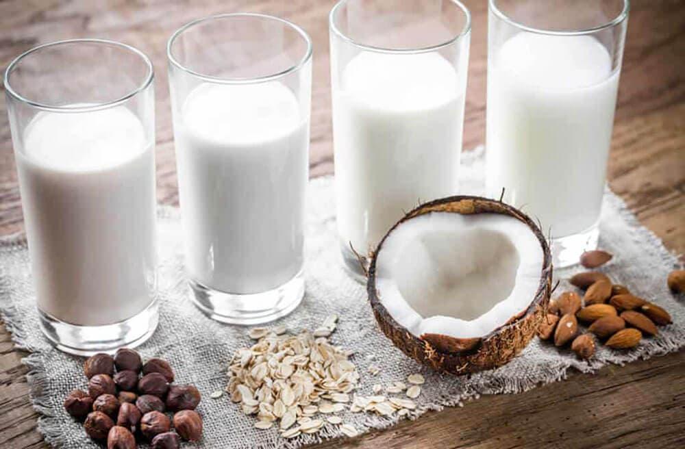 Orechové-mlieko-s-kurkumou-–-Recept-pre-výživu-mozgu